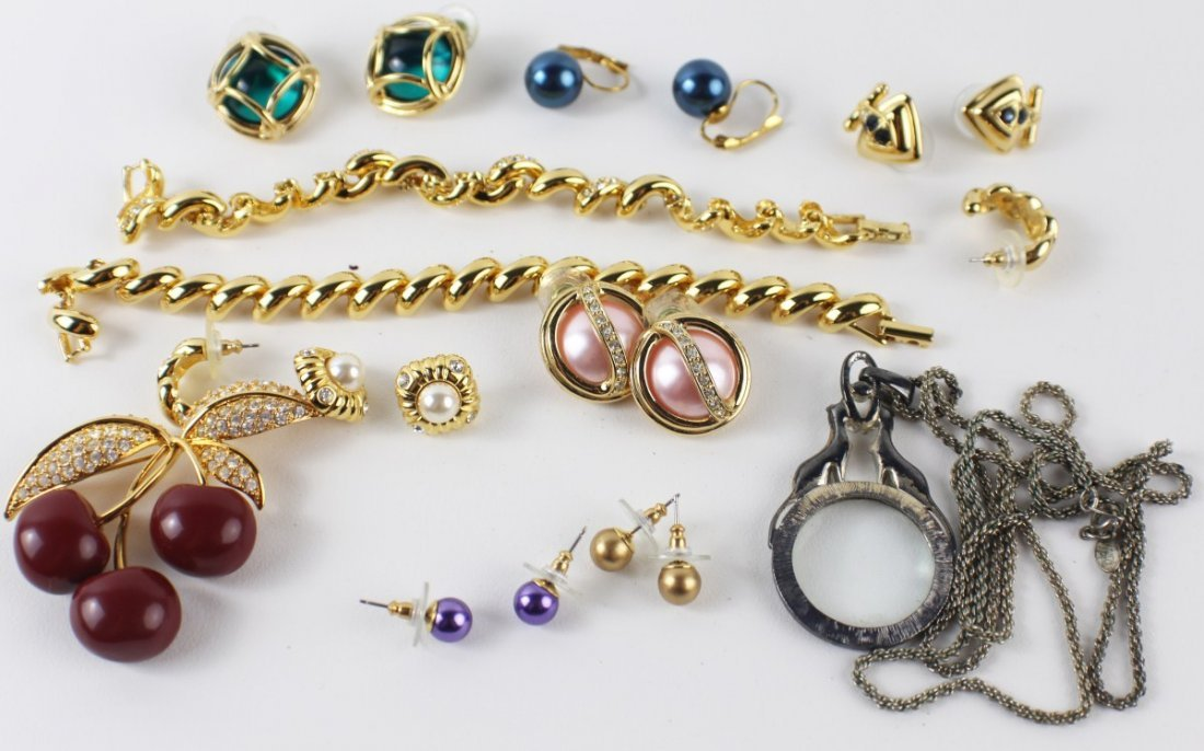 MIXED LOT OF JOAN RIVERS COSTUME JEWELRY