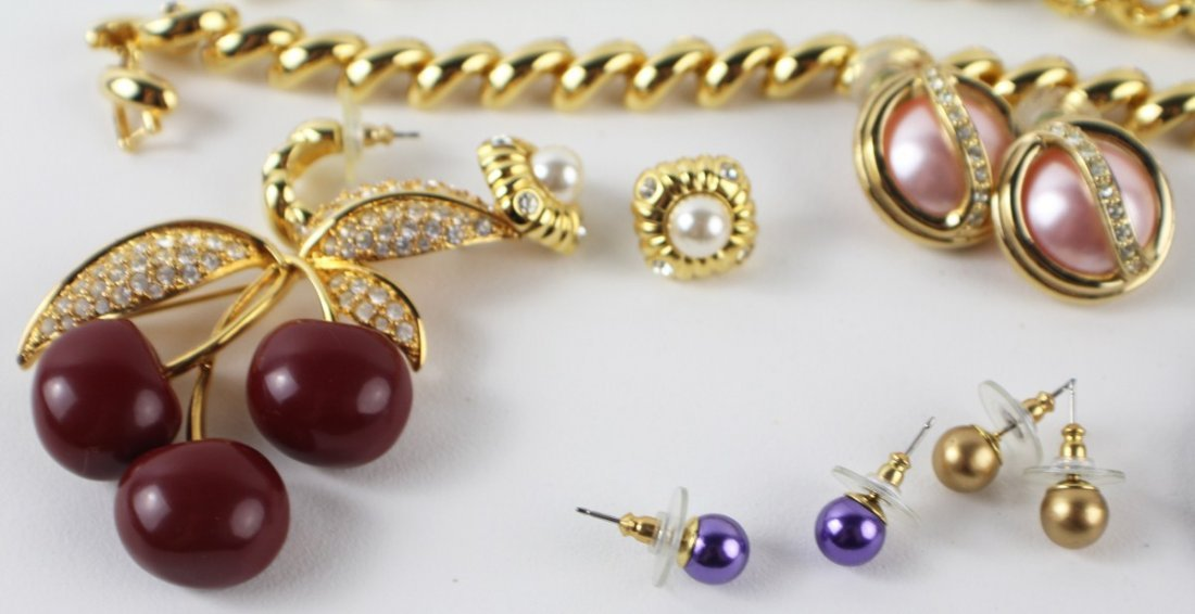 MIXED LOT OF JOAN RIVERS COSTUME JEWELRY - 4