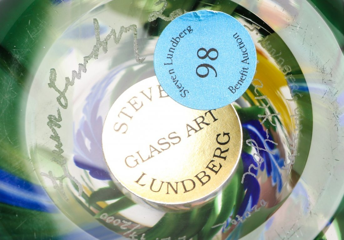 STEVEN LUNDBERG ART GLASS DAFFODIL VASE - SIGNED - 3
