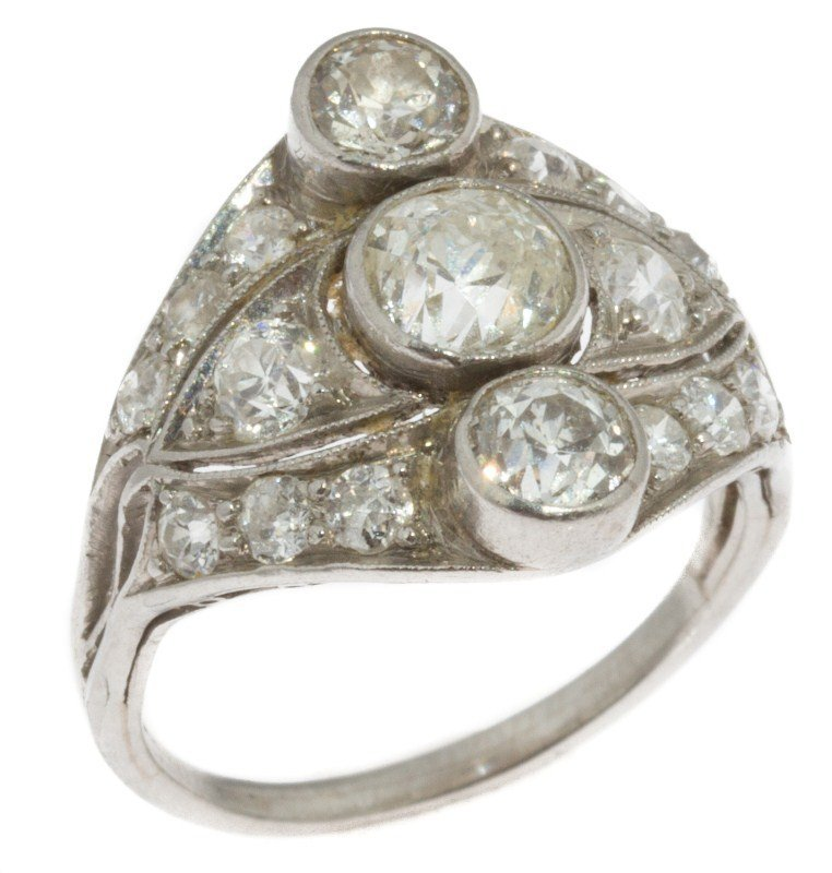 LADIES ANTIQUE PLATINUM & DIAMOND RING