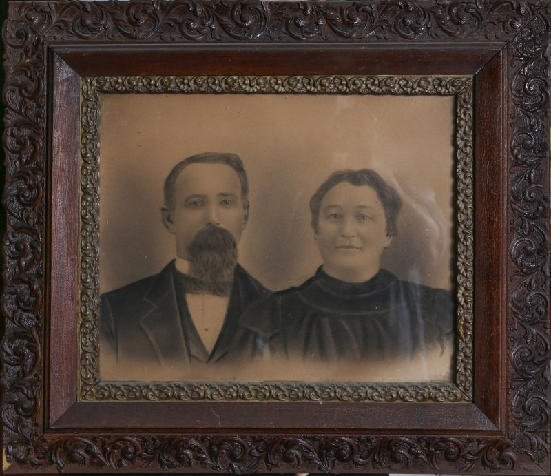 19TH CENTURY FRAMED PHOTOGRAPH OF COUPLE
