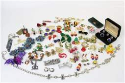 LARGE MIXED LOT COSTUME PINS & BROOCHES