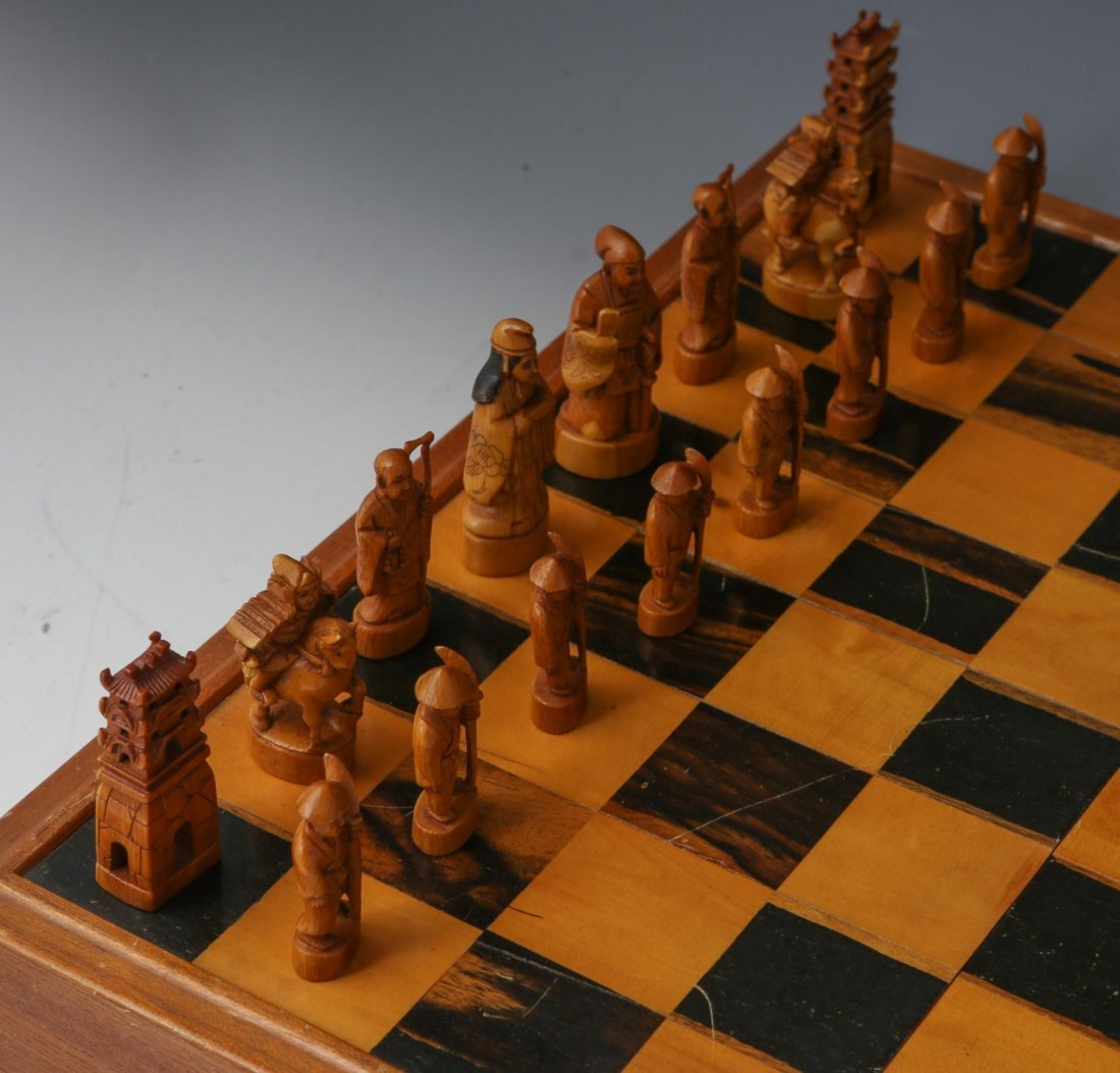 JAPANESE IVORY CHESS SET WITH CASE/BOARD - 3