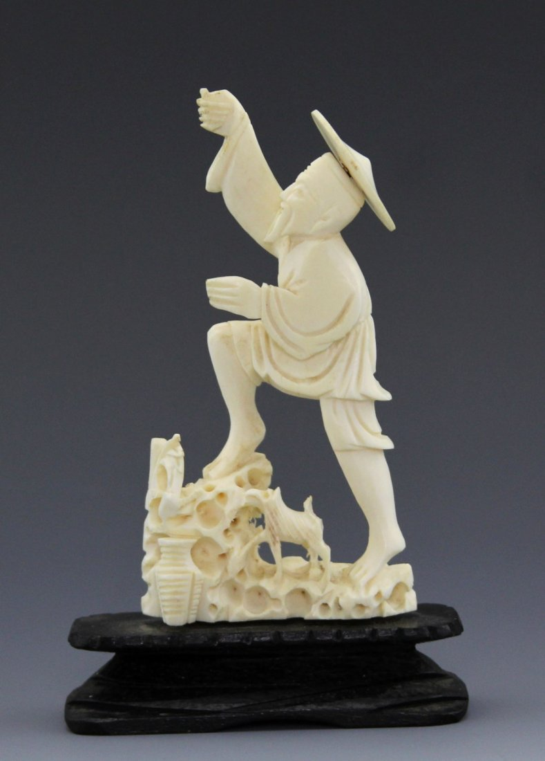 ANTIQUE CHINESE CARVED IVORY FISHERMAN