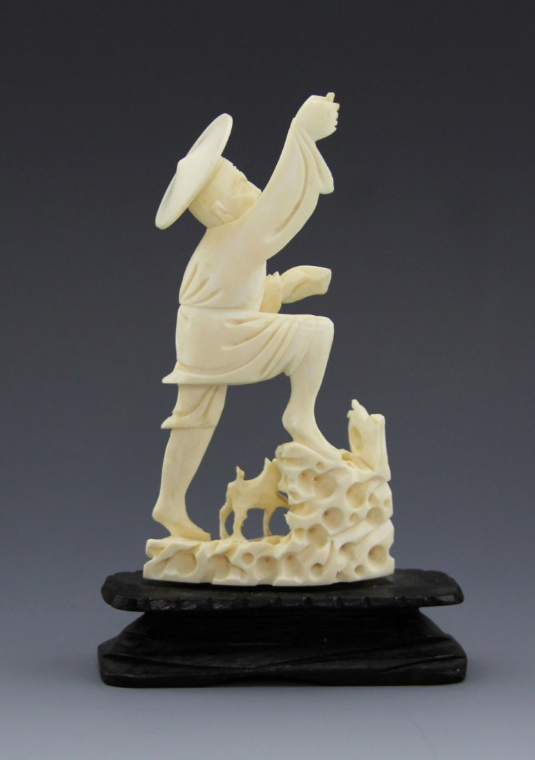ANTIQUE CHINESE CARVED IVORY FISHERMAN - 2