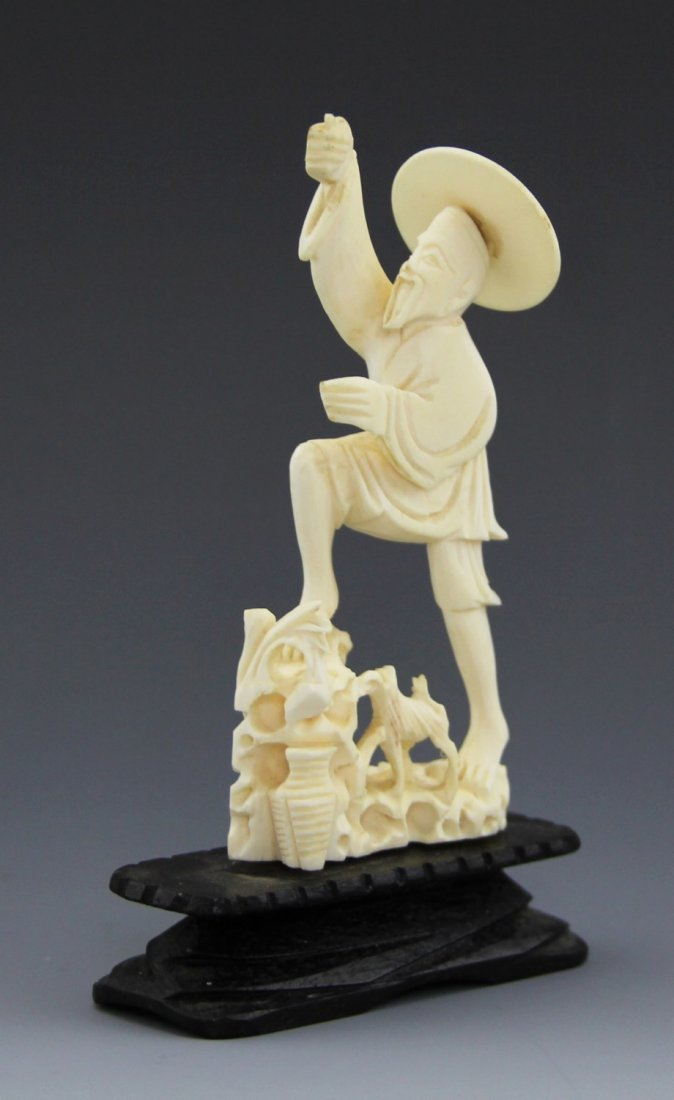 ANTIQUE CHINESE CARVED IVORY FISHERMAN - 3