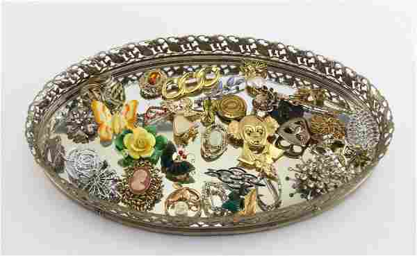 (32) MIXED LADIES COSTUME JEWELRY PINS & BROOCHES