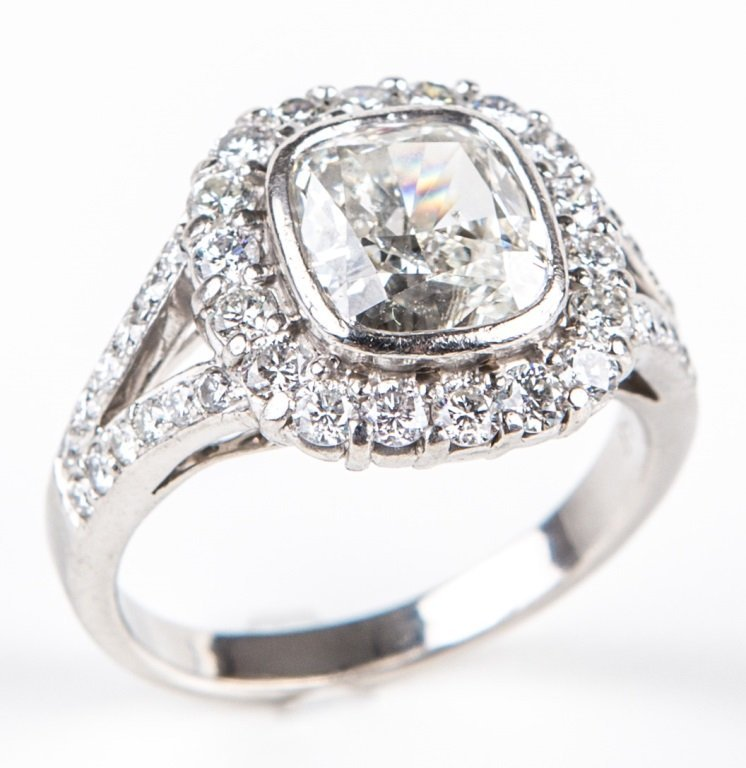 LADIES PLATINUM 2CT CUSHION CUT DIAMOND RING