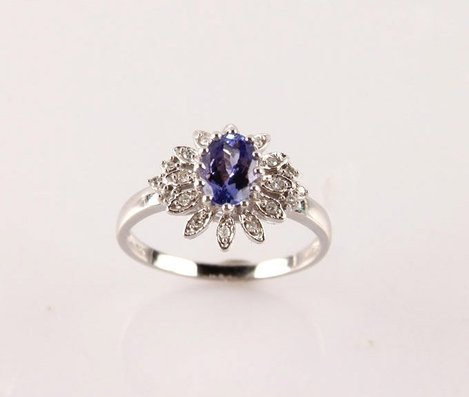 LADIES 14K WHITE GOLD TANZANITE & DIAMOND RING