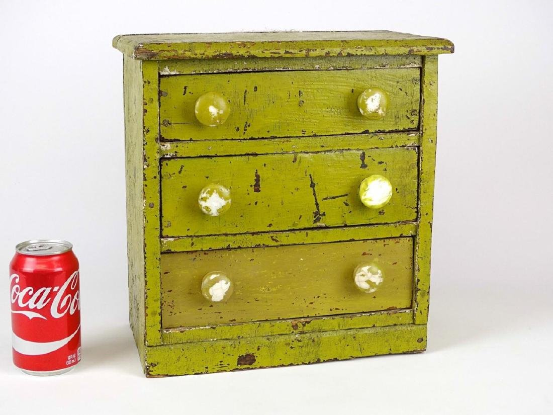 Early Doll's Dresser