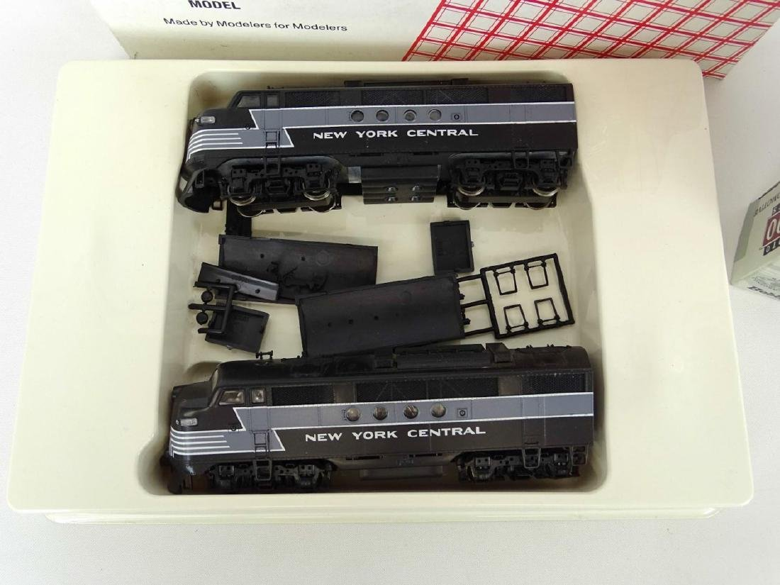 HO Scale Model Train Lot - 3