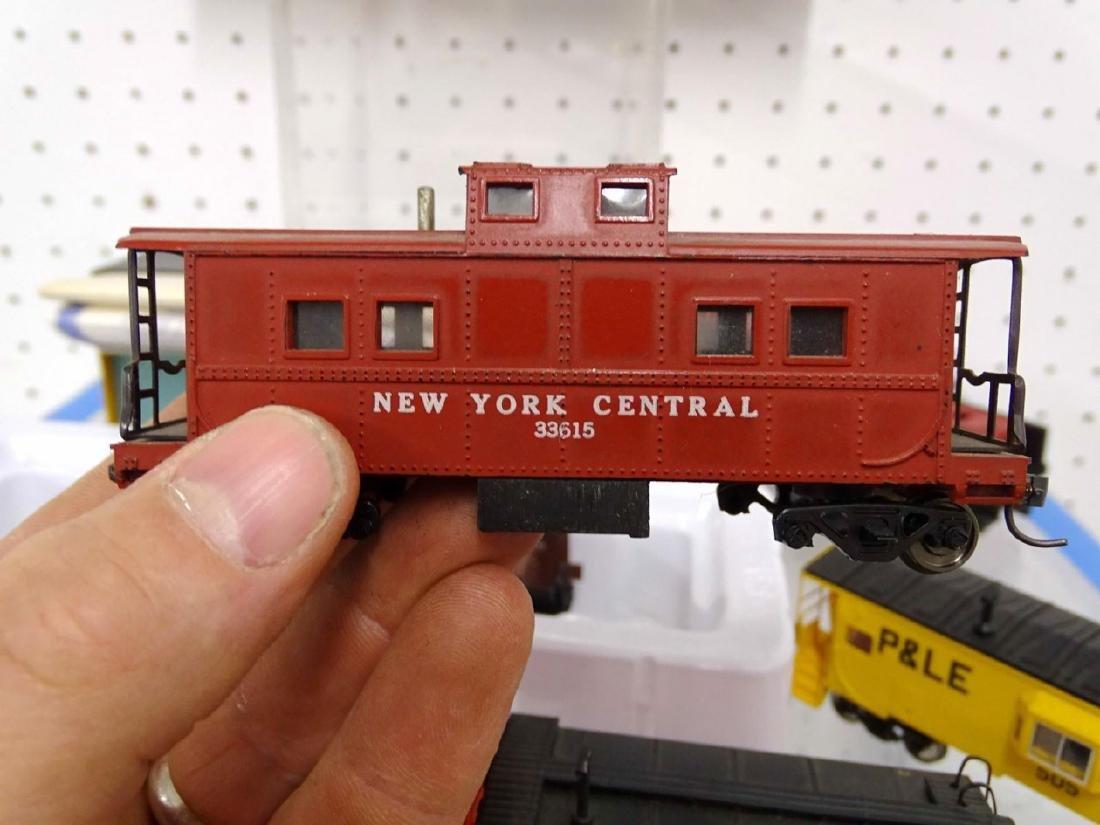HO Scale Model Train Lot - 9