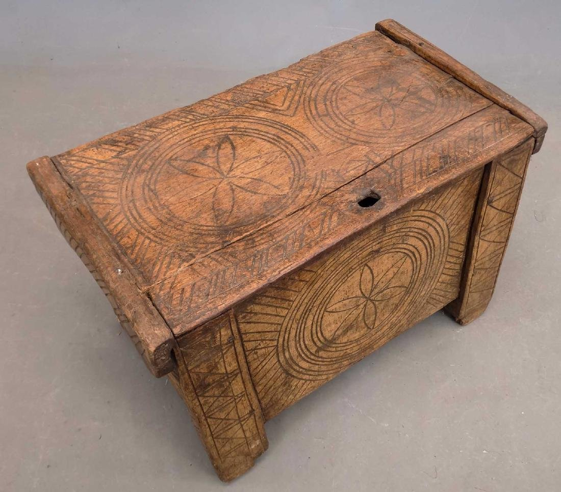 19th c. Carved Trunk - 2