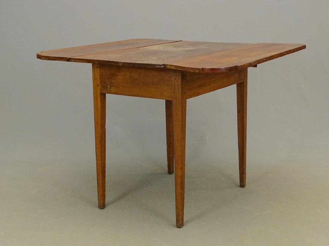 19th c. Dropleaf Table - 2