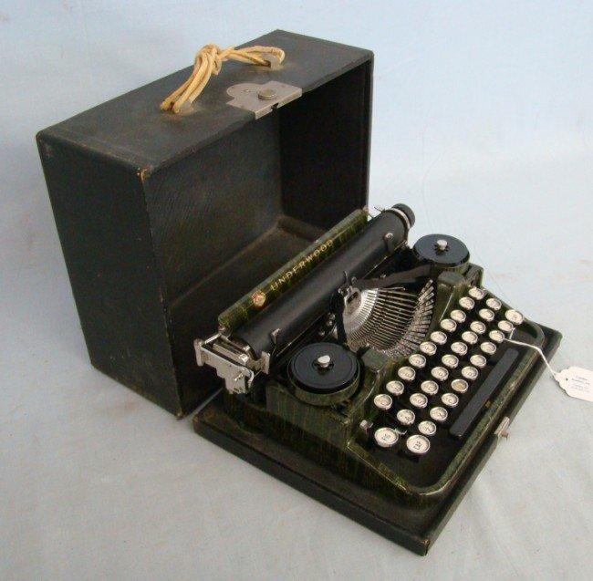 159: C. 1915 Underwood Typewriter