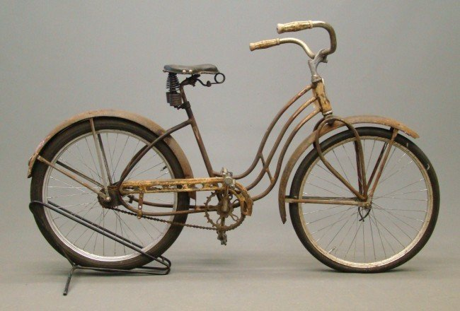"59: 1939 Rocket Bike Female 24"" Balloon Bicycle"