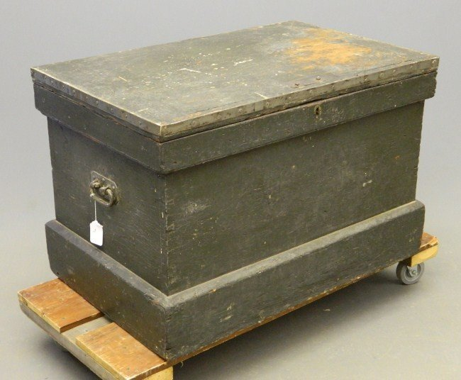 16: 19th c. Carpenters Trunk
