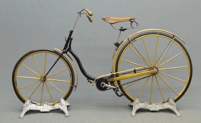 9: Elliott Hickory Hard Tire Safety Bicycle