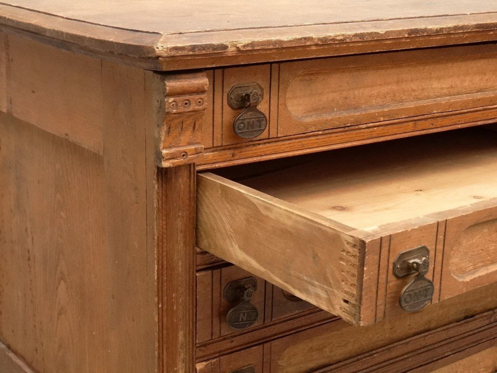19th c. Oak Sewing Cabinet - 3