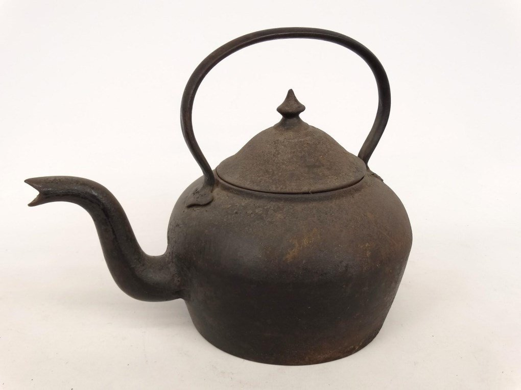 18th c. Gooseneck Teapot - 4