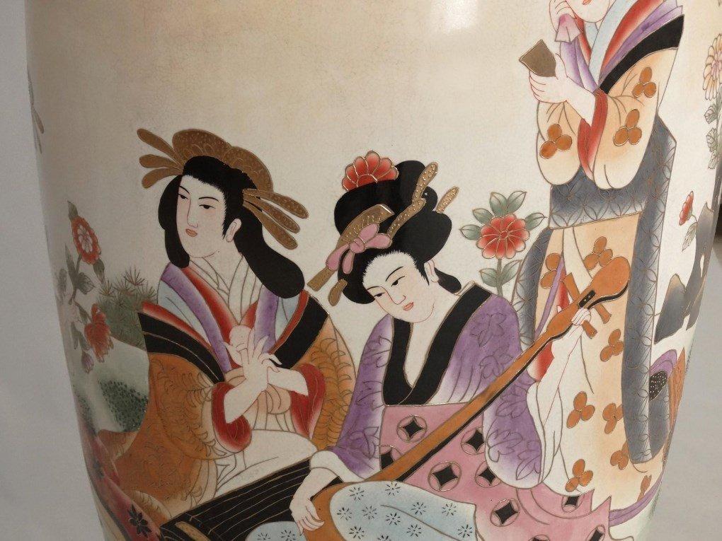 Large Chinese Vase - 7