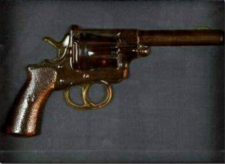 4: ARMAN Fernandez #4  revolver, 1969 10x 20 x 6 cm Col