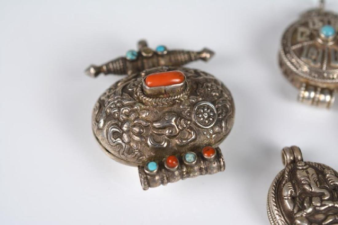 FOURTEEN TIBETAN GA'U PRAYER BOXES AND CHARMS - 4