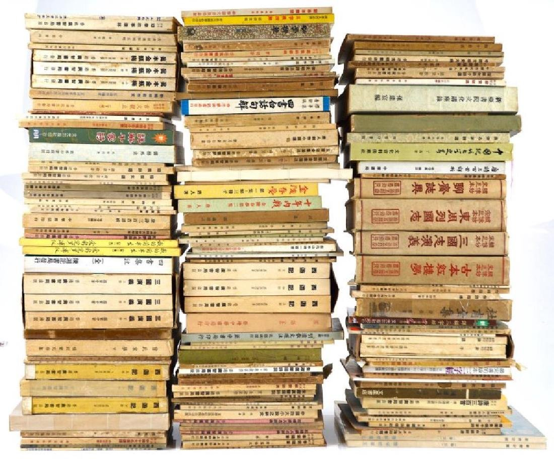 LARGE GROUP OF CHINESE MID-20TH C. LITERARY BOOKS