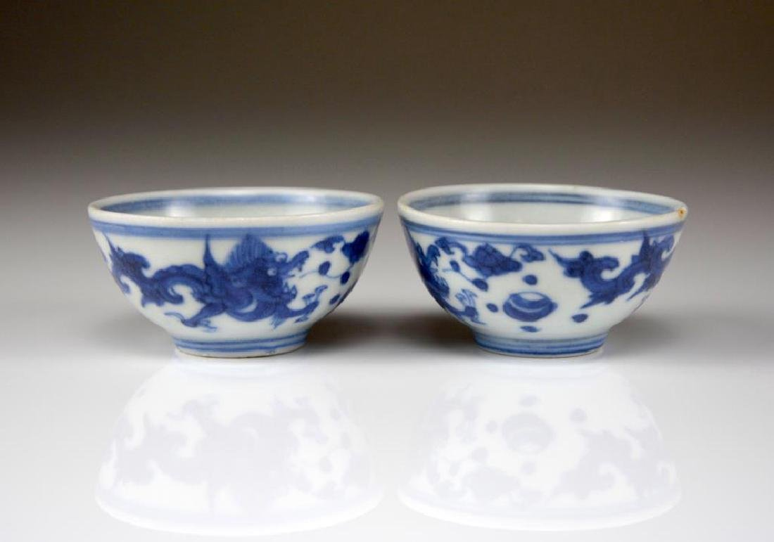 PAIR OF TRANSITIONAL BLUE AND WHITE PORCELAIN CUPS