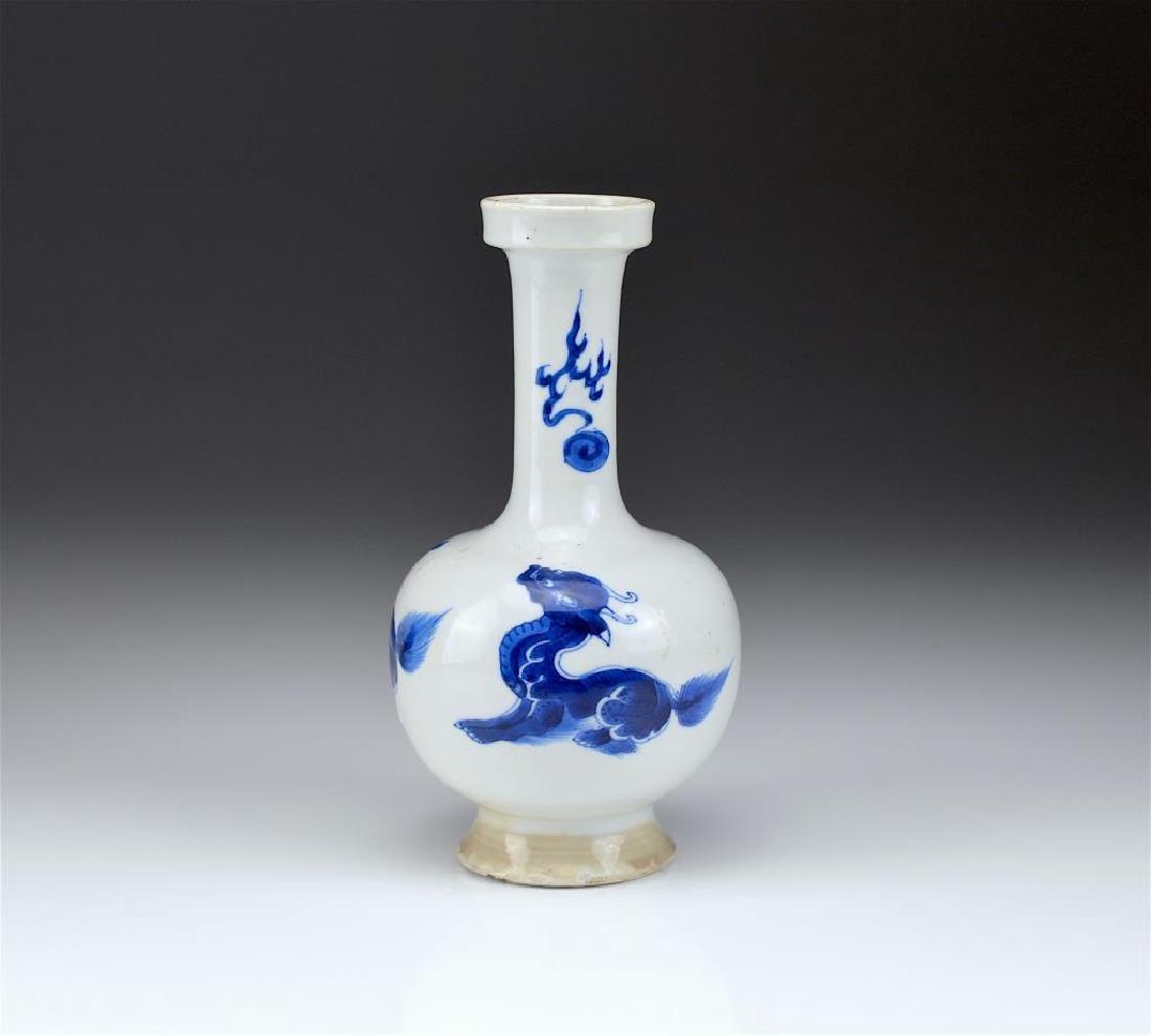 CHINESE KANGXI BLUE & WHITE PORCELAIN VASE