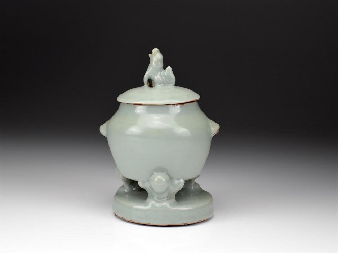 CHINESE LONGQUAN CELADON COVERED CENSER