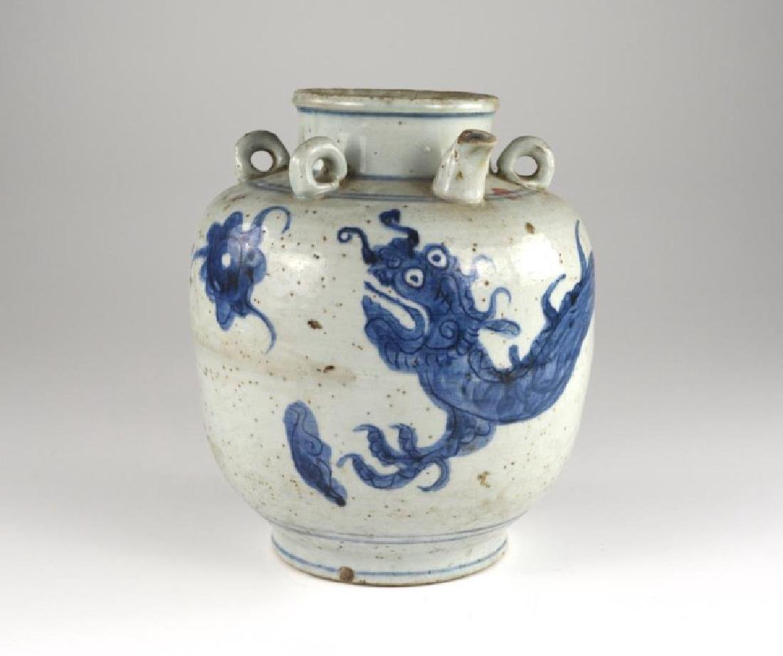 CHINESE MING DYNASTY BLUE & WHITE DRAGON WINE EWER
