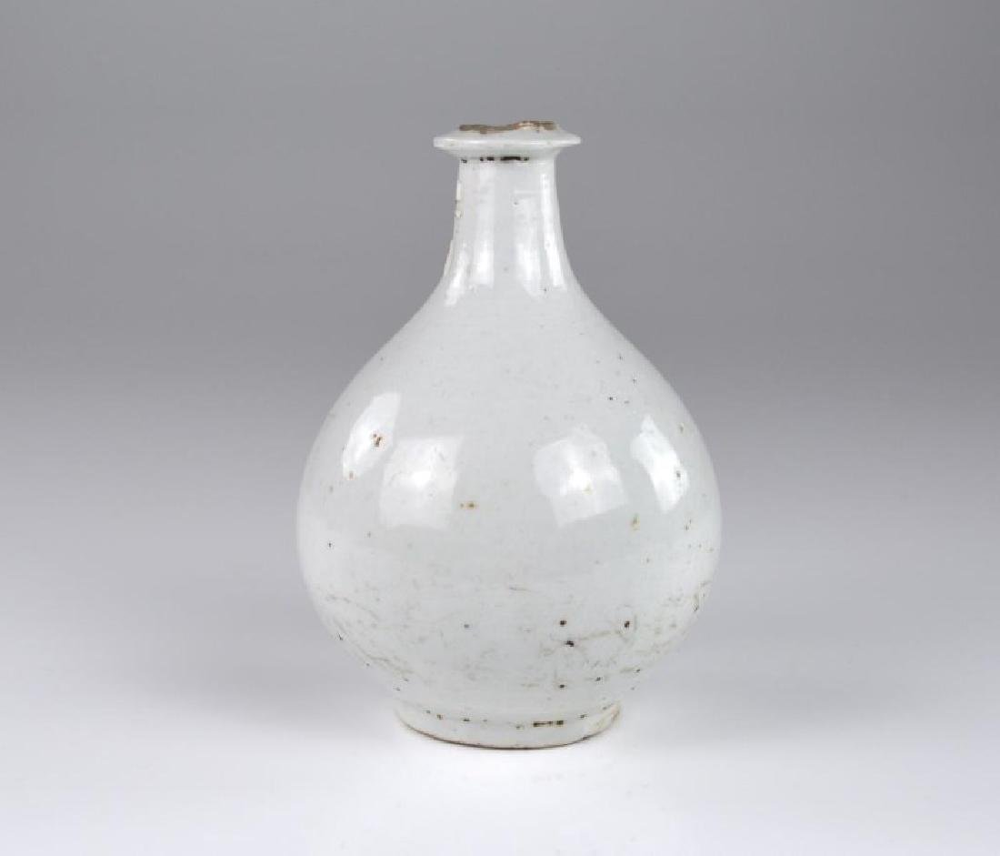 CHINESE QINGBAI POTTERY BOTTLE VASE