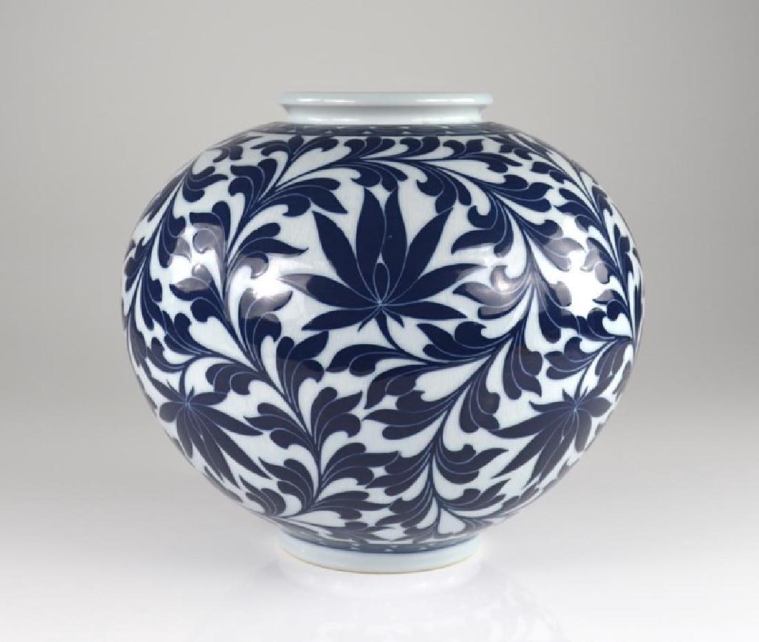 CONTEMPORARY KOREAN BLUE & WHITE PORCELAIN JAR