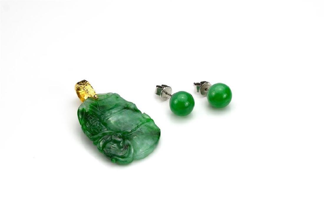 Jadeite and gold pendant