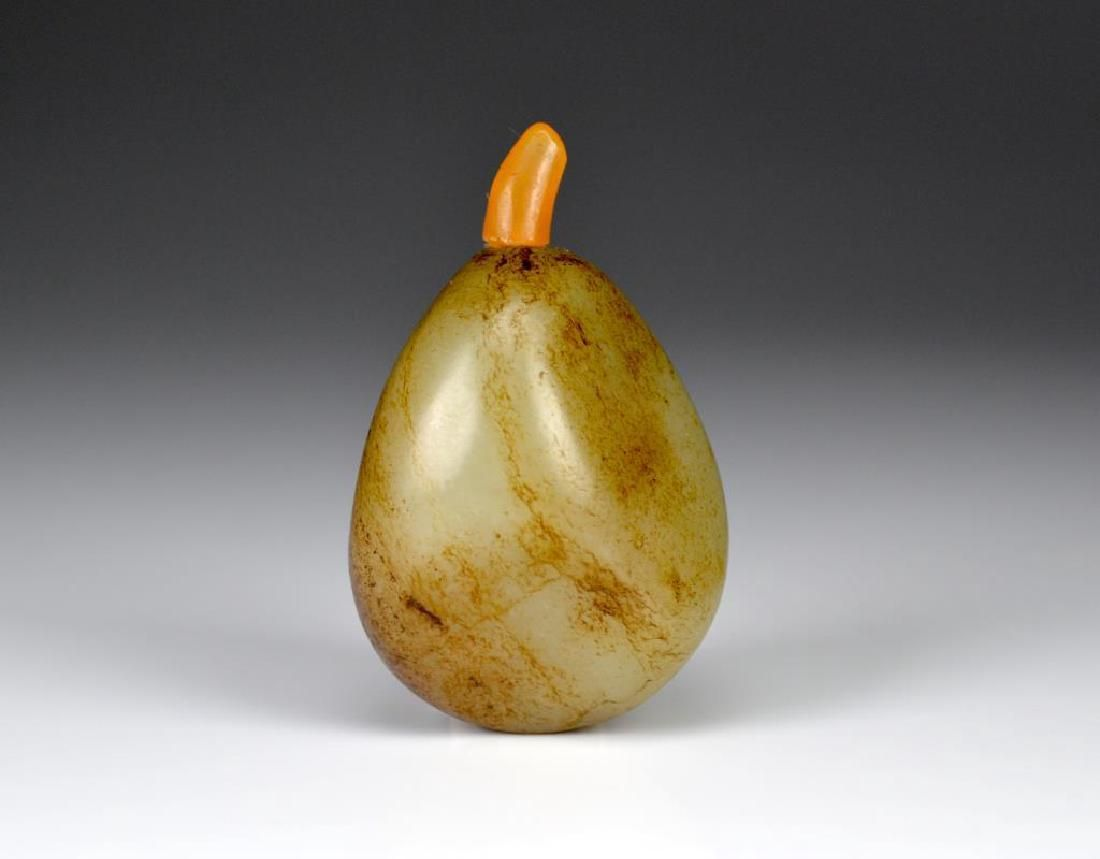CHINESE CARVED GREY JADE PEBBLE FORM SNUFF BOTTLE