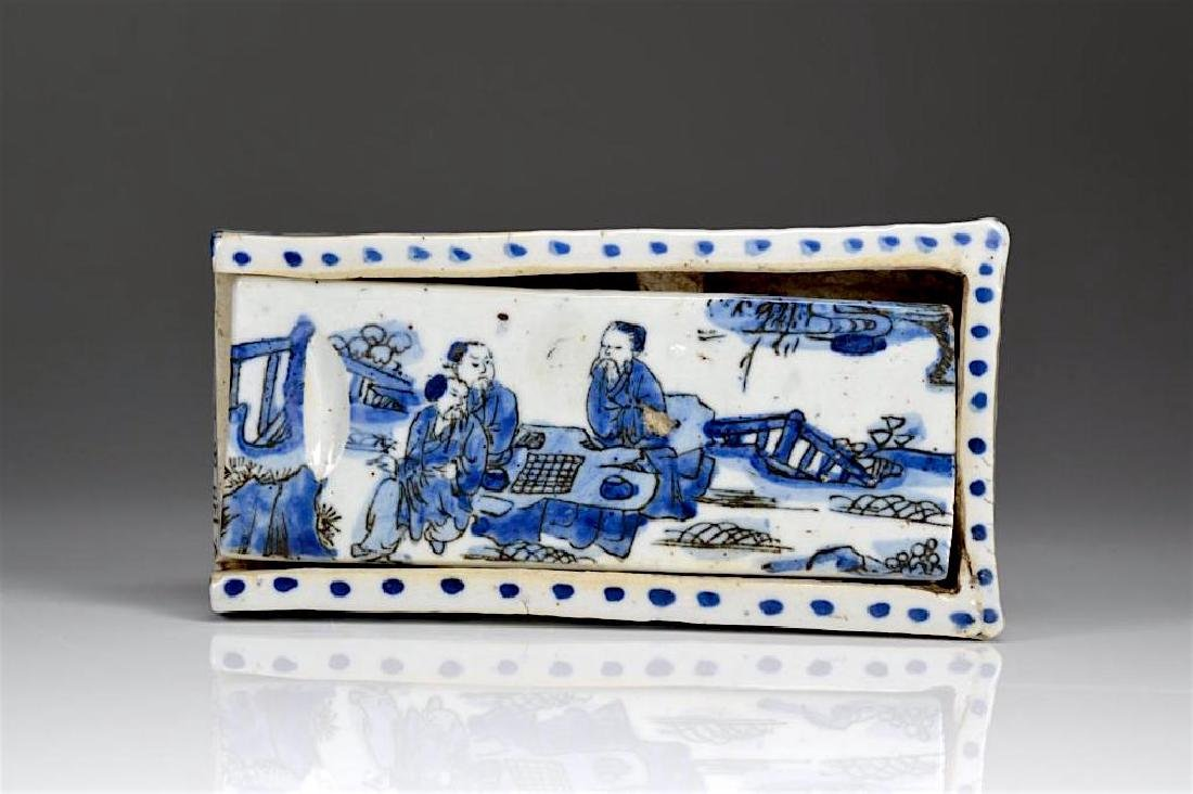 CHINESE BLUE & WHITE PORCELAIN SLIDING BOX