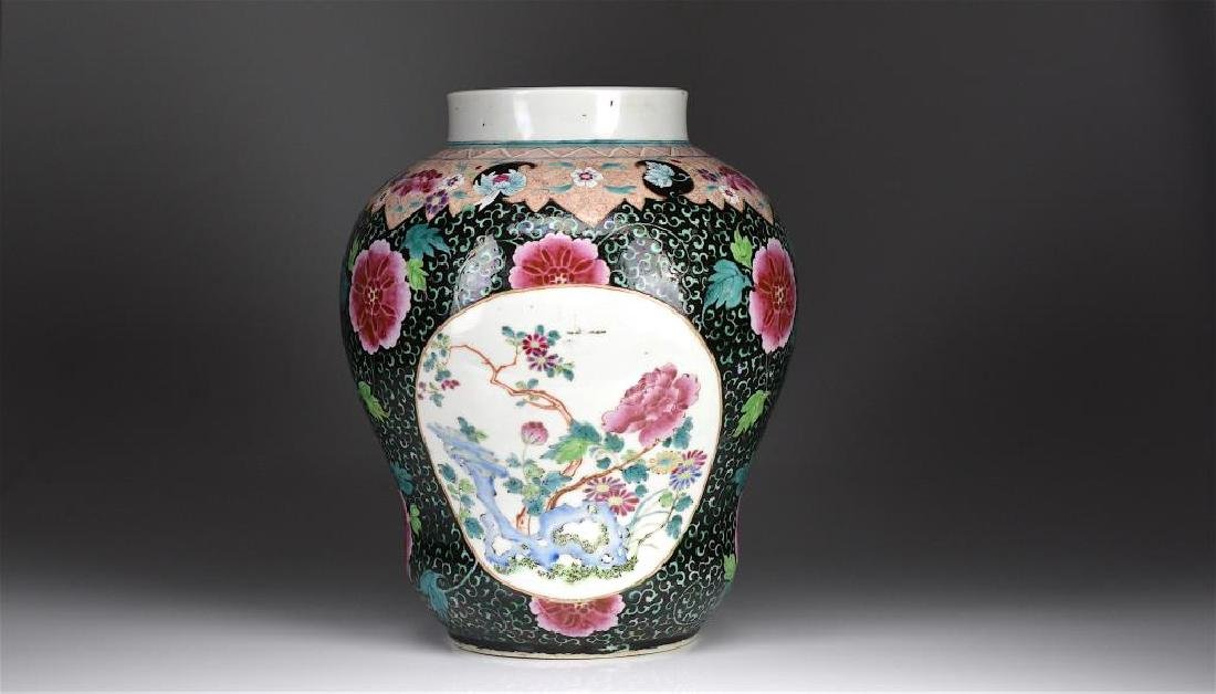 CHINESE BLACK GROUND FAMILLE ROSE PORCELAIN JAR