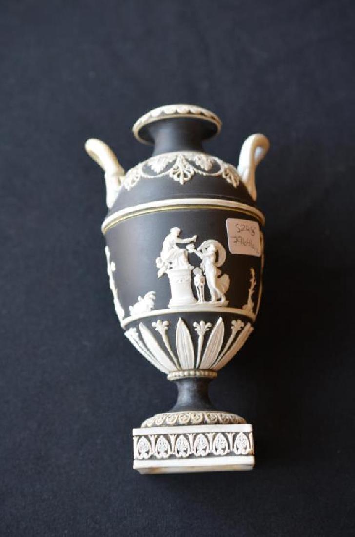 Two Wedgwood black basalt Jasperware covered vases - 10