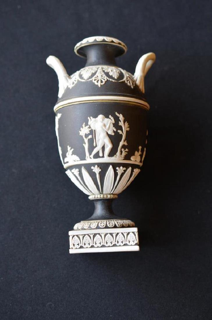 Two Wedgwood black basalt Jasperware covered vases - 8