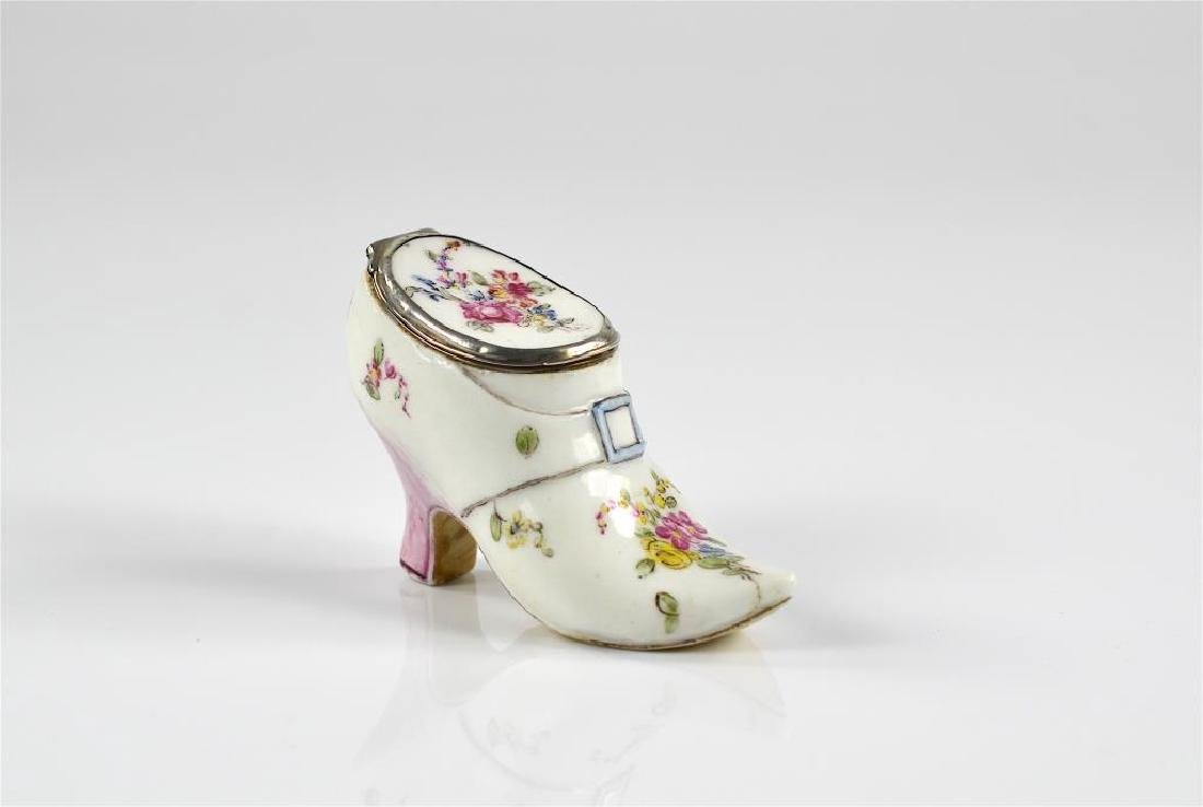 French 18th C figural porcelain snuff box