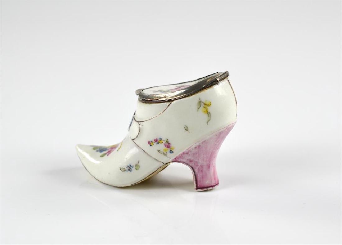 French 18th C figural porcelain snuff box - 2