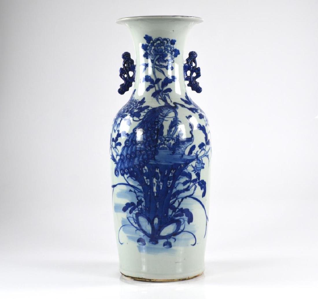 CHINESE EXPORT BLUE & WHITE PORCELAIN VASE