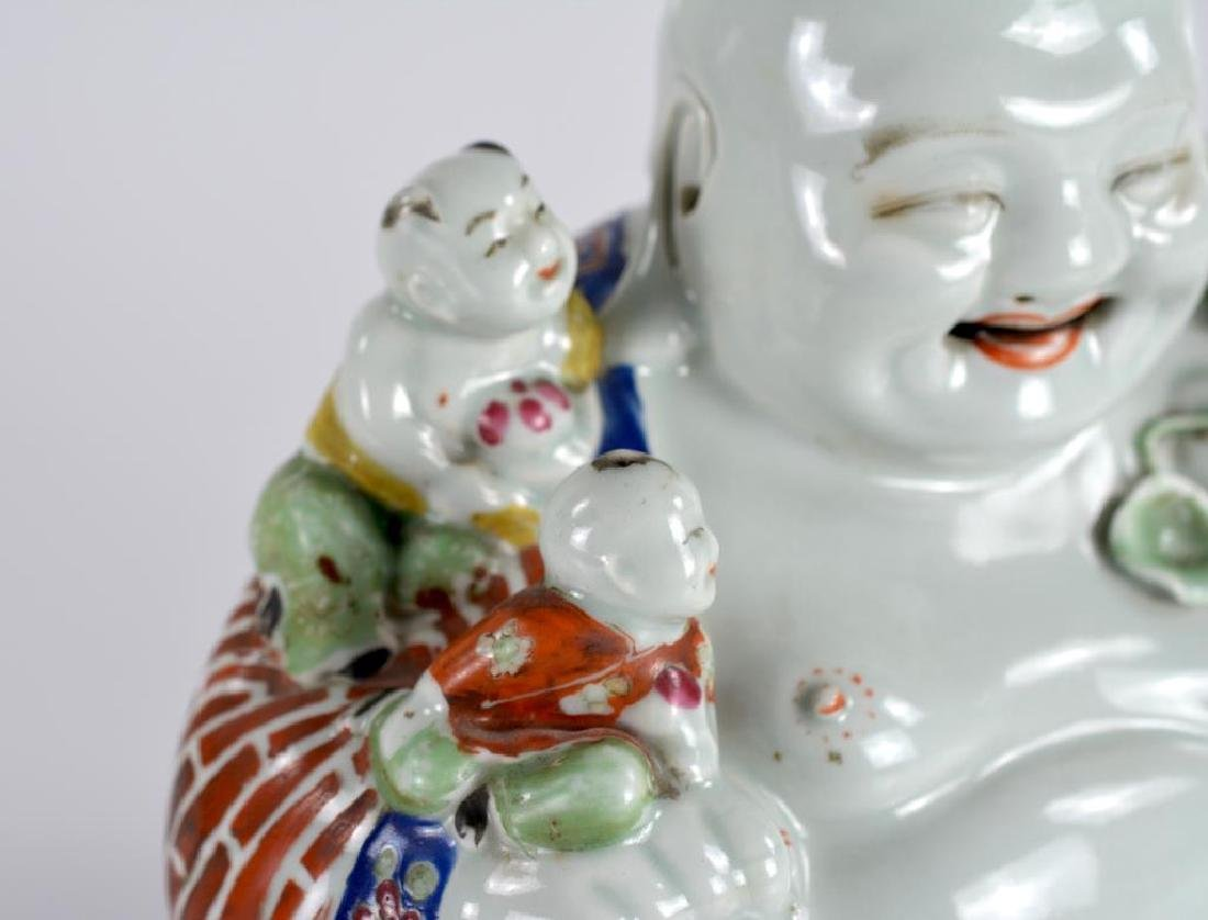 CHINESE FAMILLE ROSE PORCELAIN BUDDHA WITH KIDS - 5