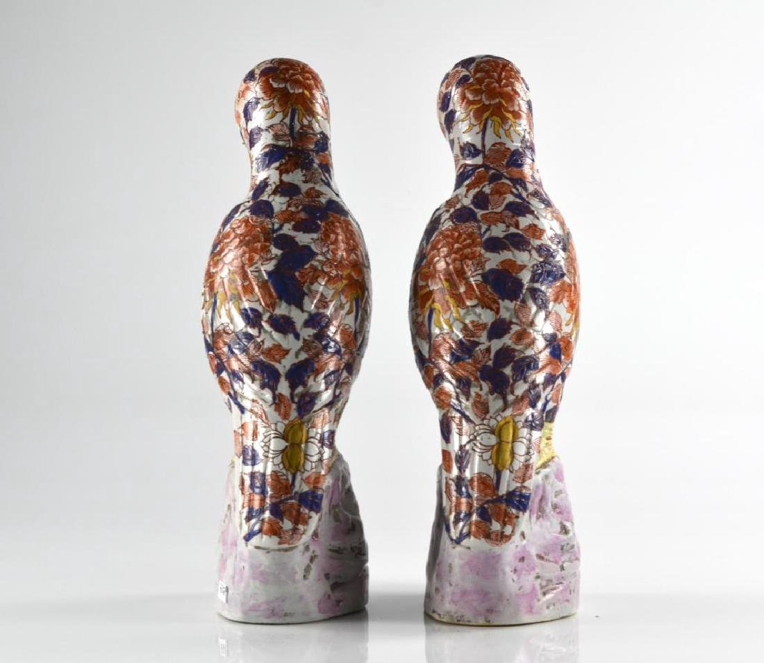 PAIR OF CHINESE CANTON EXPORT PORCELAIN PARROTS - 3