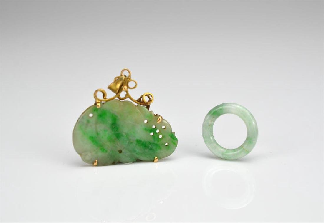 CHINESE JADEITE AND GOLD PENDANT AND JADEITE LOOP