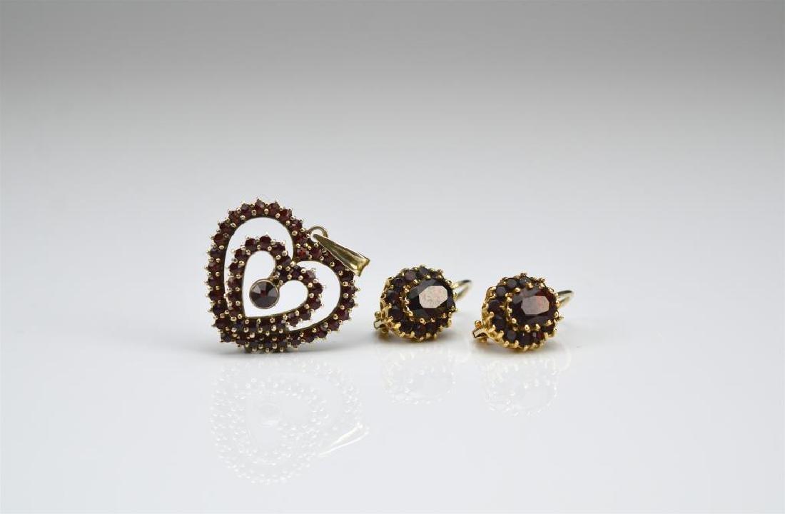 Pair of gold & garnet earrings and garnet pendant