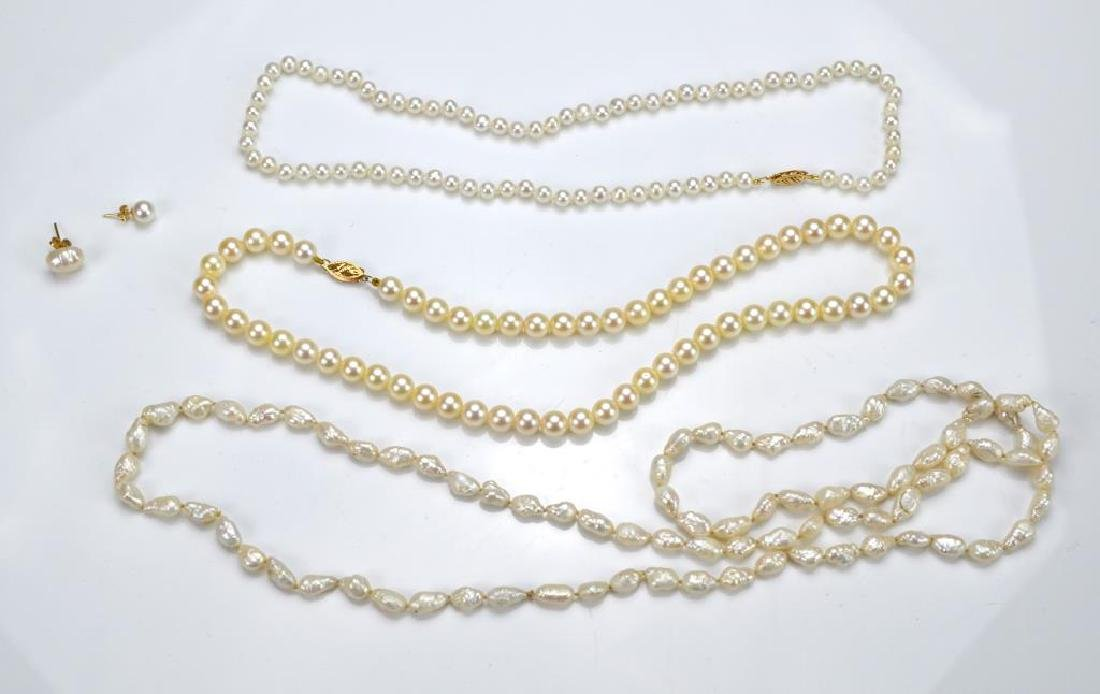 Lot of pearl jewellery