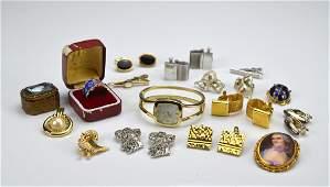 Lot of vintage costume jewellery