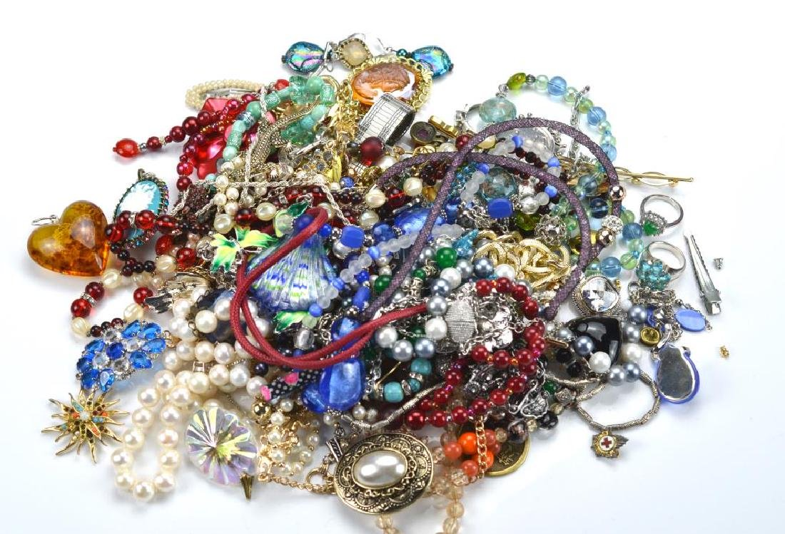 Lot of costume and silver jewellery